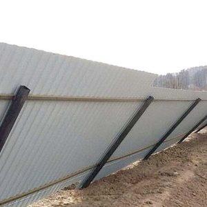 Дачный забор из профнастила упал от ветра