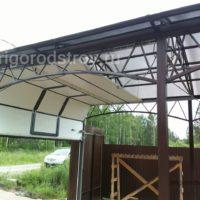 Арочный навес комбинированный с подъемными воротами