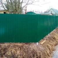 Зеленый односторонний забор