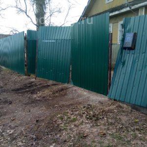 Забор из пролиста завалился
