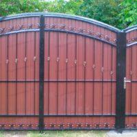Ворота для загородного забора из профнастила