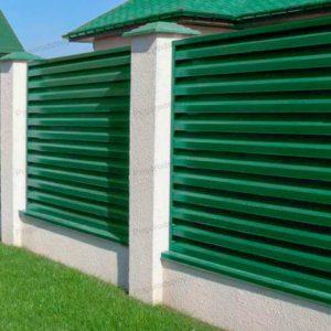 Забор из горизонтального профнастила