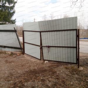 Профнастил на заборе погнуло ветром